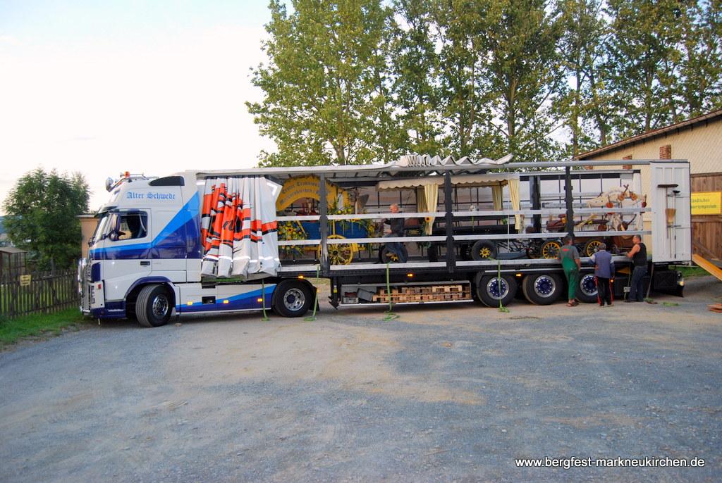 Dank Ulrich Mähler, als Transportpropfi und Sponsor, konnten  wir den Großteil der Fahrzeuge auf seinem  LKW verladen.